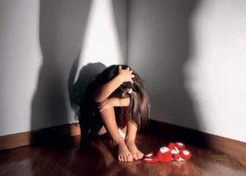 Abusare di una bambina non è stupro: lo dice un giudice