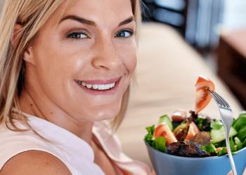 Menopausa: la dieta perfetta per perdere 2 chili