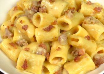 Pasta con salsiccia e crema di patate